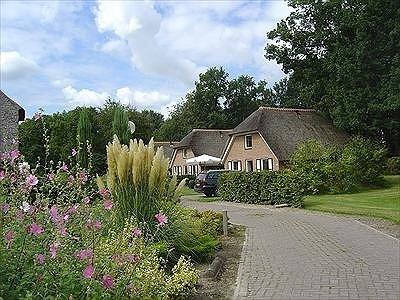 Ook huisjes en Chalets te huur, zie de sitewww.hesselte.nl en rustig kamperen