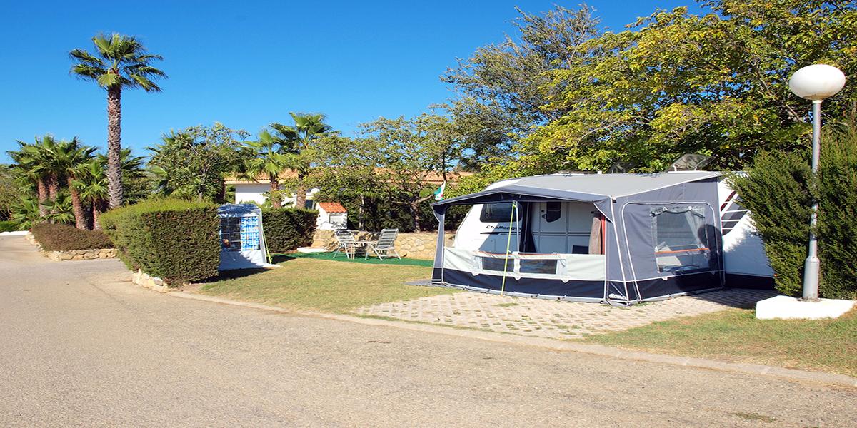 Dubbel perceel, voor caravans of campers langer dan 7.5 meter.